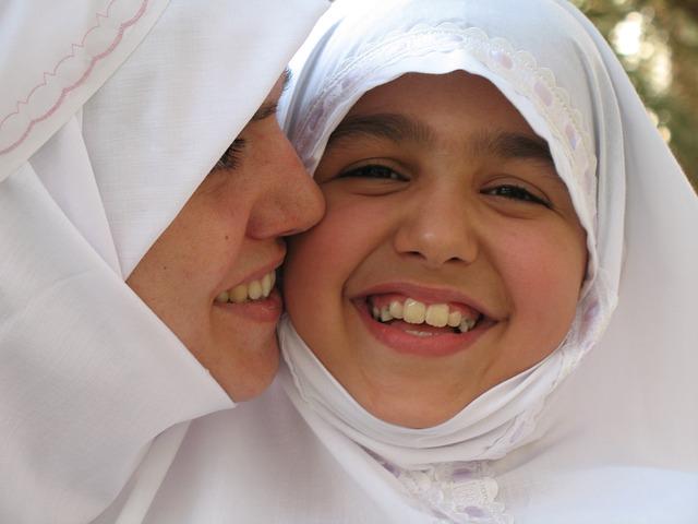 Cintai ibu mu dengan amal dan ibadah